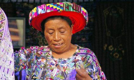 Nachhaltiges Projekt: Guatemaltekische Frauen fertigen Kerzen